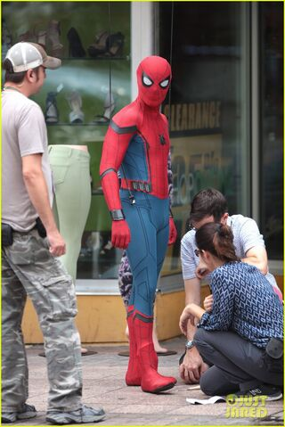 File:Spider-man-swings-into-action-on-set-09.jpg