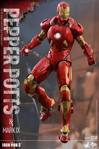 File:Iron Man Mark IX and Pepper Hot Toys 11.jpg