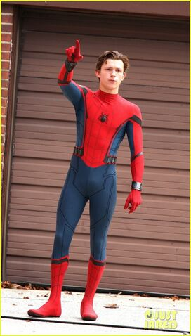 File:Tom-holland-looks-buff-while-filming-spider-man-in-nyc-15.jpg