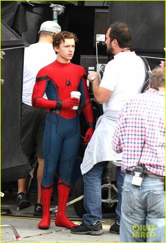 File:Tom-holland-looks-buff-while-filming-spider-man-in-nyc-14.jpg