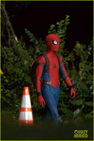 File:Tom-holland-spiderman-night-shoots-stunt-note-11.jpg