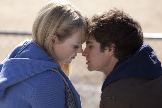 File:TASM Gwen and Peter.jpg