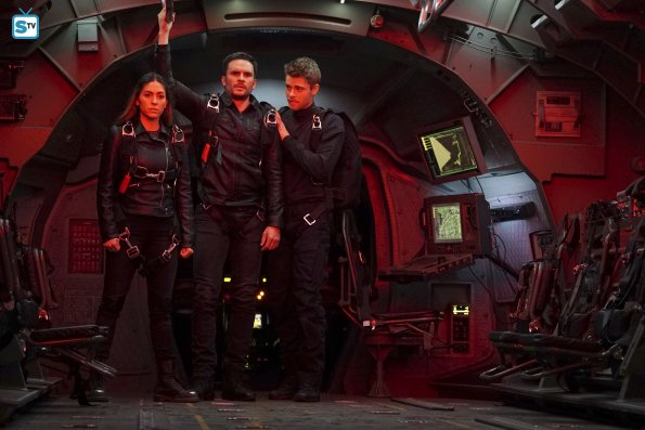 File:Agents of SHIELD S3E17 - The Team Image 07.jpg