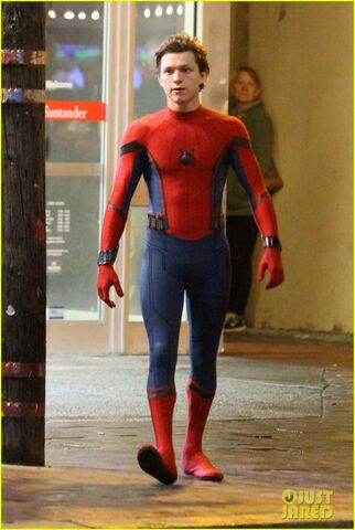 File:Tom-holland-spiderman-queens-hello-kitty-12.jpg