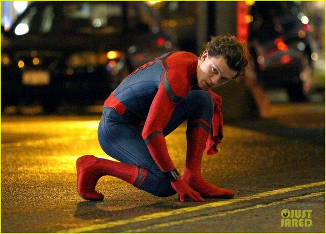 File:Tom-holland-spiderman-queens-hello-kitty-08.jpg