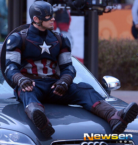 File:Captain-america-aou-set33.jpg