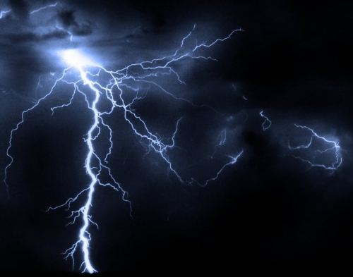 File:Lightning-Original-Photo.jpg