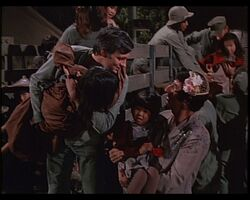 MASH episode-4x9 Hawkeye and Klinger greet The Kids