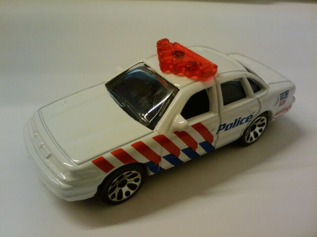 File:Crown victoria police white.jpg