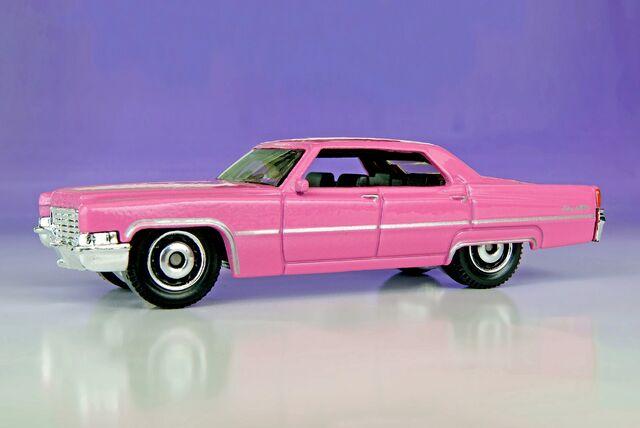 File:'69 Cadillac Sedan DeVille - 00340ef.jpg