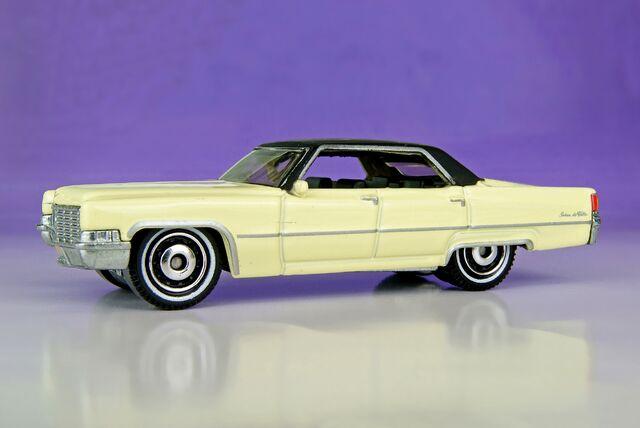 File:'69 Cadillac Sedan DeVille - 00341ef.jpg