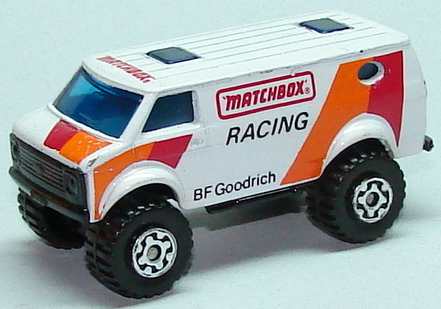 File:8244 Chevy 4x4 Van WhtL.JPG
