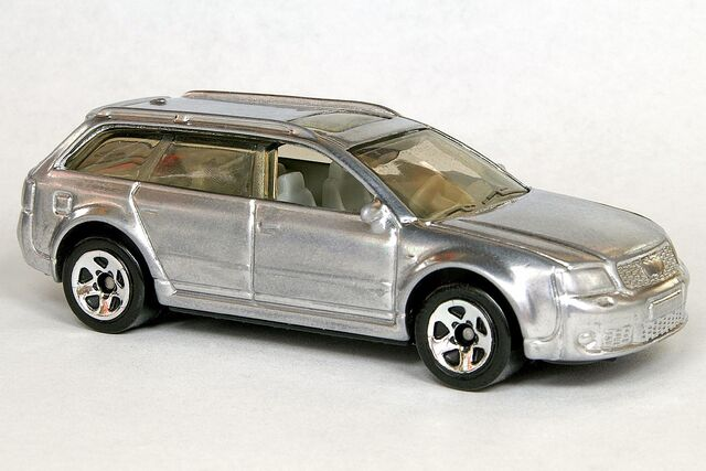 File:Custom Chrome Matchbox Audi RS6 Avant - 6029gf.jpg