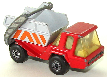 File:7837 Skip Truck Wht R.JPG