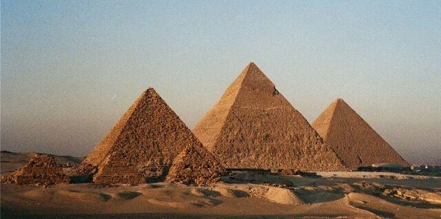 File:Giza-Necropolis.jpg