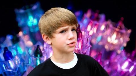 8 Year Old Raps Mistletoe by Justin Bieber (MattyBRaps)