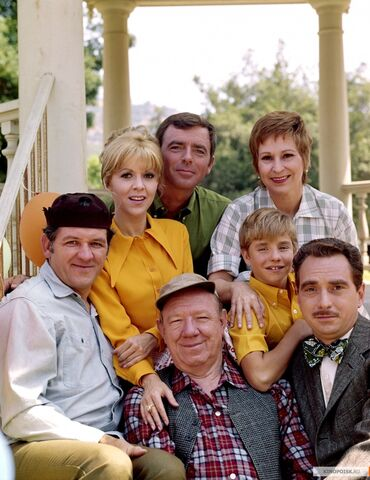 File:Mayberry RFD Cast.jpg