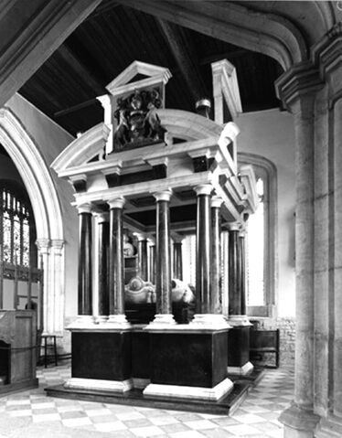 File:St James Church;Tomb of Sir Baptist Hicks, Lord and Lady Campden.jpg