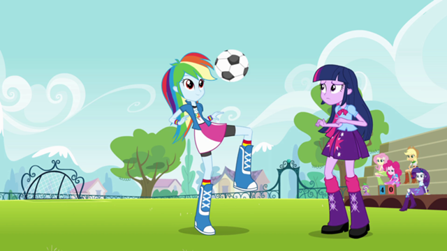 File:640px-Rainbow Dash juggles the ball EG.png
