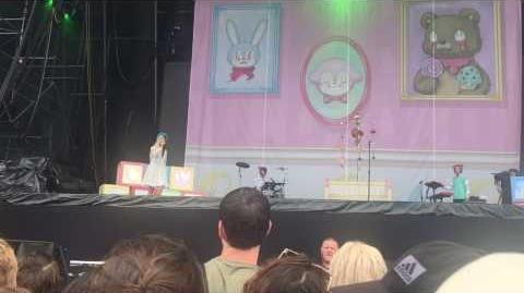 "Melanie Martinez sings ""Mrs Potato Head"" at Lollapalooza 2016"