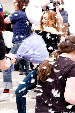 File:Flash Mob Pillow Fight 5 by mistero.jpg