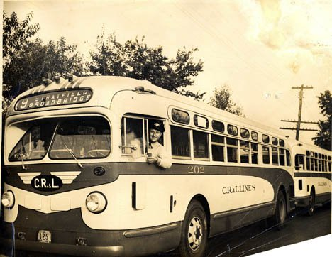 File:CR & L Buses Early 1950s.jpg