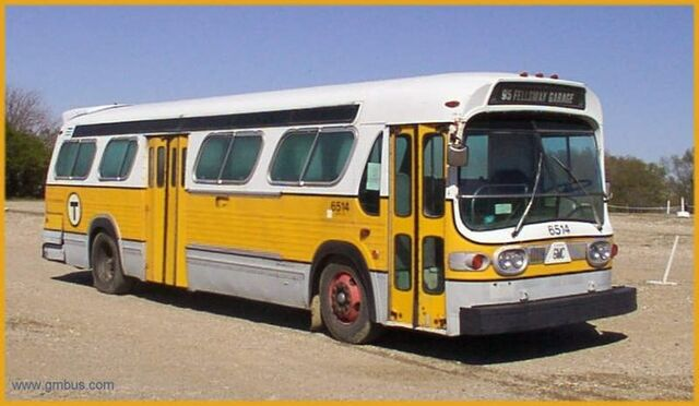 File:Identical bus with yellow-gold color scheme (entire bus frame) - Chestnut Hill Bus Corp. Bpt. CT.jpg