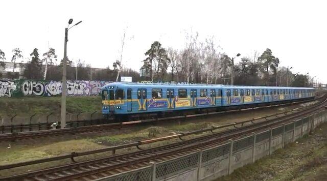 File:Kiev Metro regular car.jpg