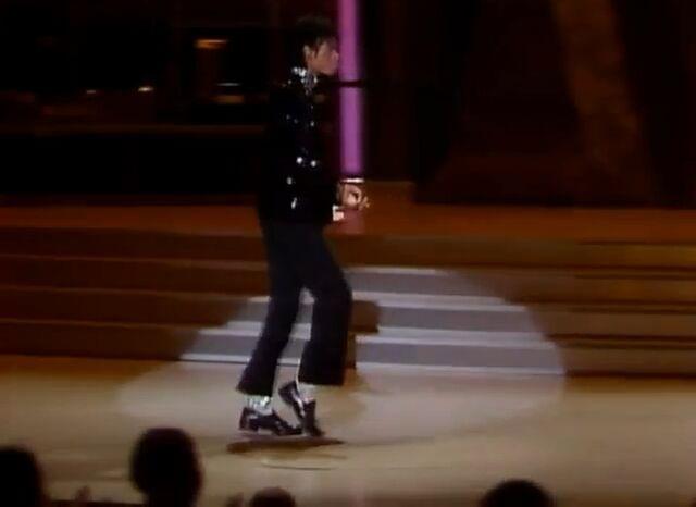 File:Michael Jackson's First Moonwalk.jpg