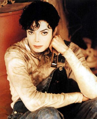 File:MJ-Childhood-Smile-michael-jackson-23077300-827-1016.jpg