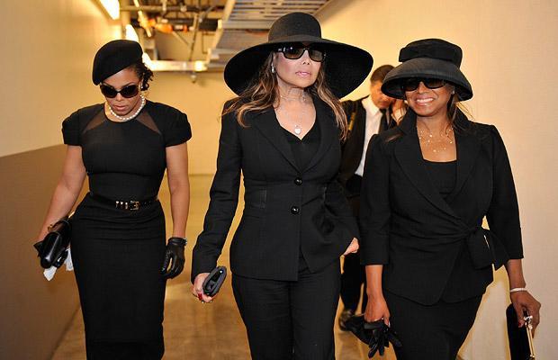 File:Janet, La Toya and Rebbie Jackson 2009.png