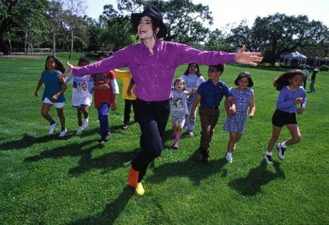 File:Michael Jackson at Neverland.png