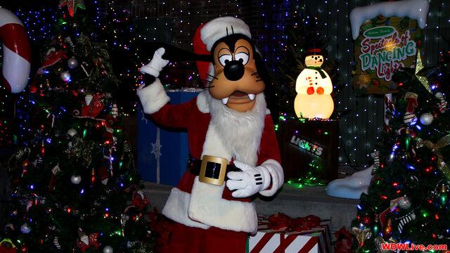 File:Santa-goofy-1-9-2.jpg