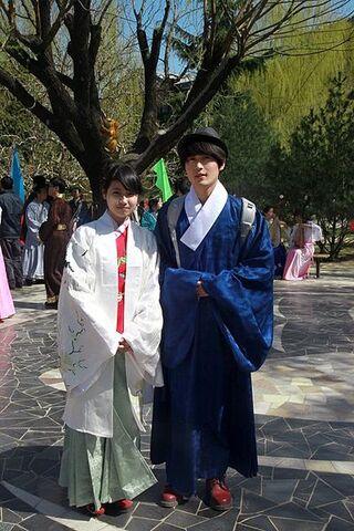 File:Hanfu man and lady.jpg