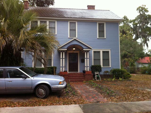 "File:The ""Blue"" House.jpg"