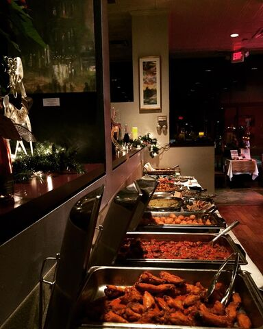 File:Artichoke Cafe Midnight, Texas 12-18-16 Holiday Party 2.jpg