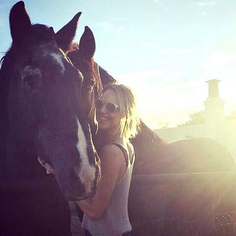 File:BTS Arielle Kebbel with a Horse.jpg