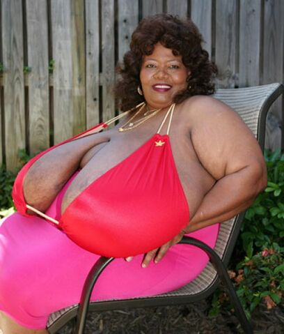 File:Norma-stitz-worlds-largest-breasts2-e1308833853758.jpg