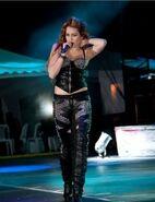 Miley-cyrus-equador-concert-black-pants