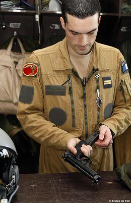 Preparação-do-navegador-oficial-do-sistema-de-armas-foto-Armee-de-lair