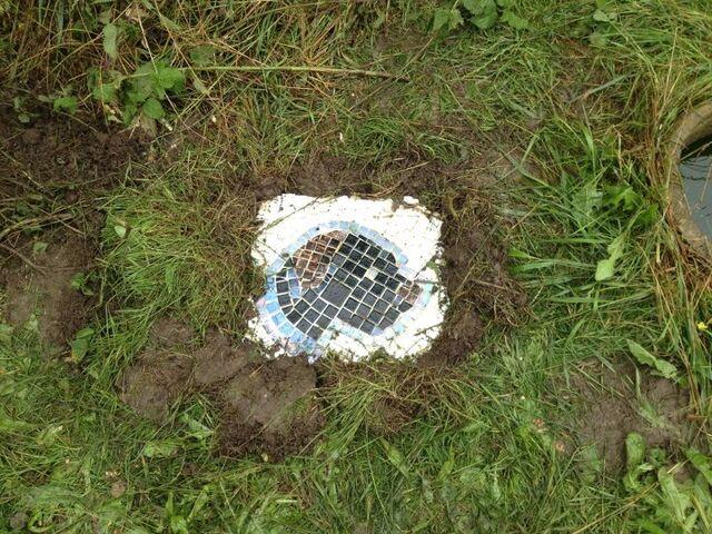File:Dog Mosaic in situ.jpg
