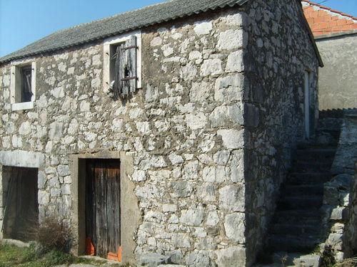 File:Stone house.jpg