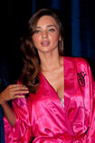 Miranda-kerr-victorias-secret-fashion-show-1110-14