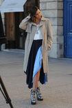 57f535e4c5748 Photos-Miranda-Kerr-s-offre-un-shooting-pour-Vuitton-sur-la-plus-luxueuse-place-de-Paris portrait w674(3).jpg.958450e28669a8304ac0951d39962006