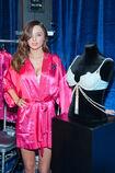 Miranda-Kerr-Posing-with-the-2011-Fantasy-Treasure-Bra