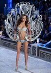 Miranda-kerr-2011-victoria-s-secret-fashion-show-26