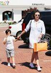 Miranda+Kerr+Son+Flynn+Seen+Out+Malibu+ipo7ZmKyA5Al