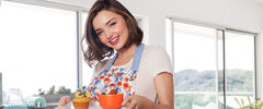 Miranda-Kerr-Serving-Food-Made-With-Miso