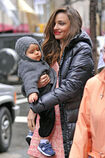 Miranda-Kerr-proves-that-she-is-a-working-mom-as-she-takes-baby-Flynn-to-her-photo-shoot-at-Rockefeller-Center-in-nYC-4
