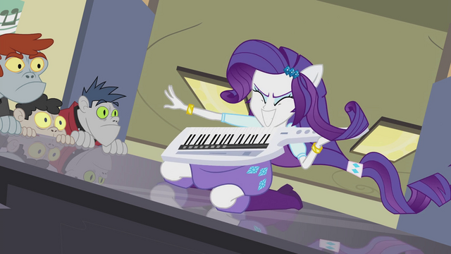 File:Rarity playing keytar EG2.png